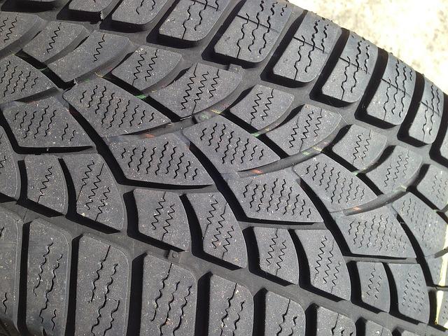 winter-tyre-1342875_640