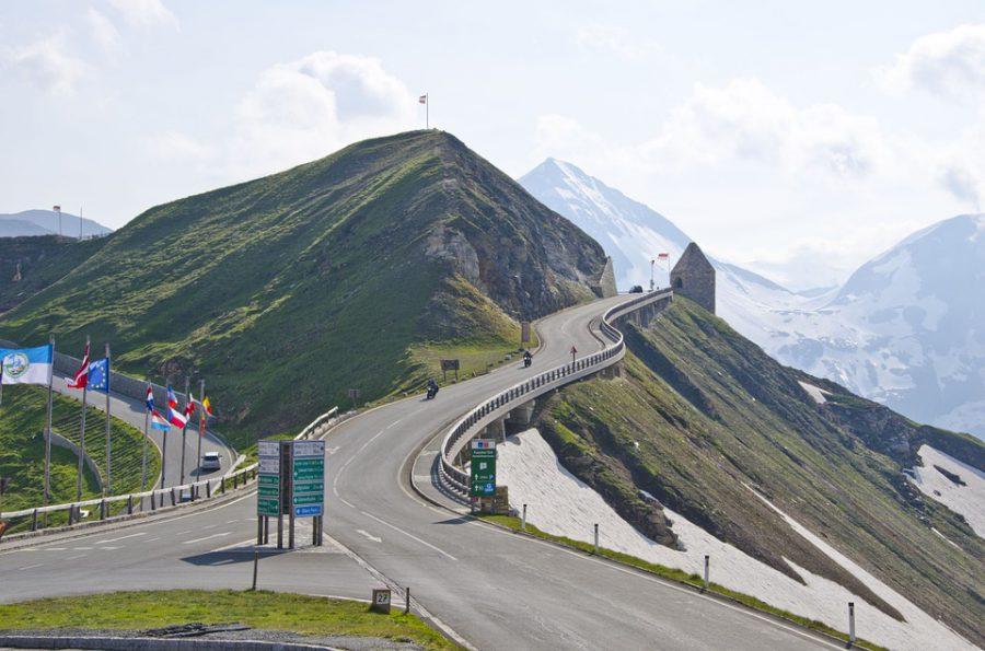 Motorkáři na Hochalpenstrasse