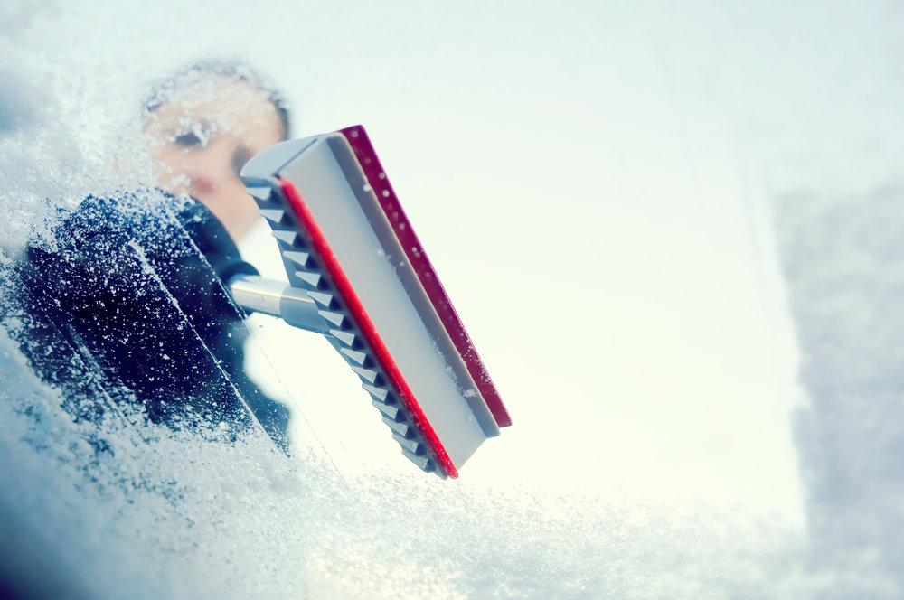 Zimné vychytávky do auta pre bezpečnú jazdu