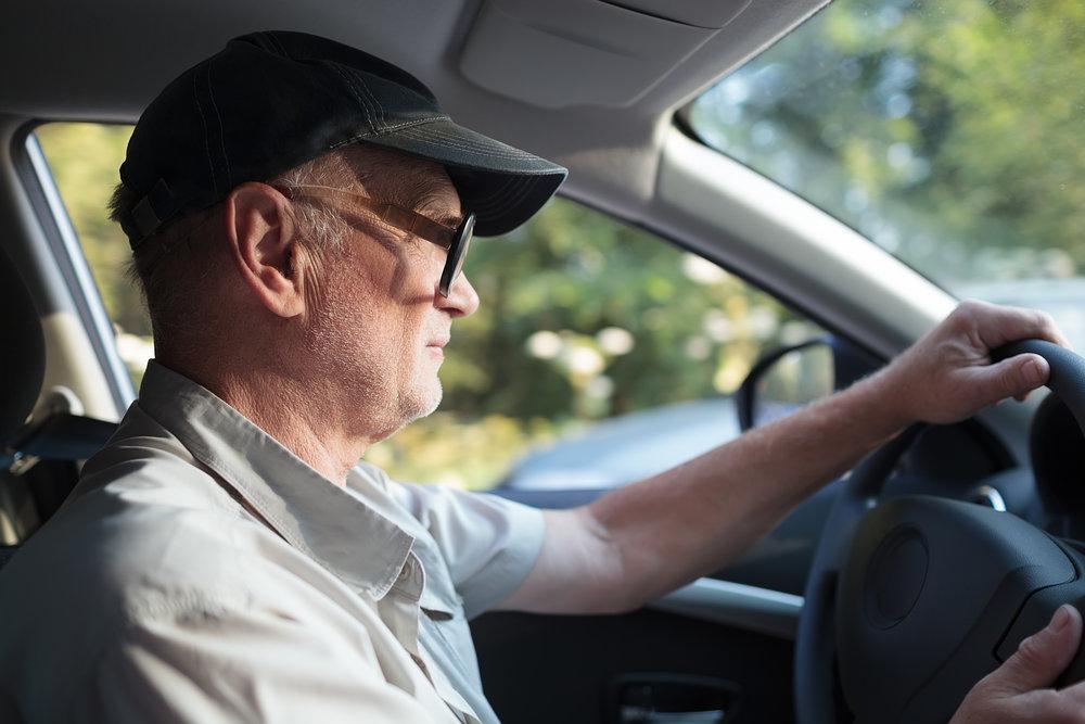 Senior za volantom