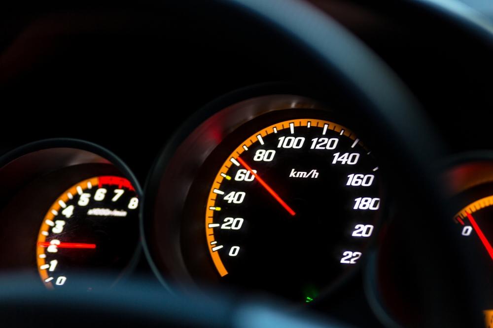 Tachometer na aute
