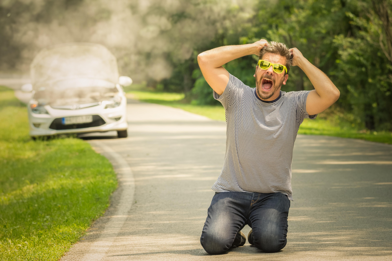 Zúfalý vodič a prehriaty motor