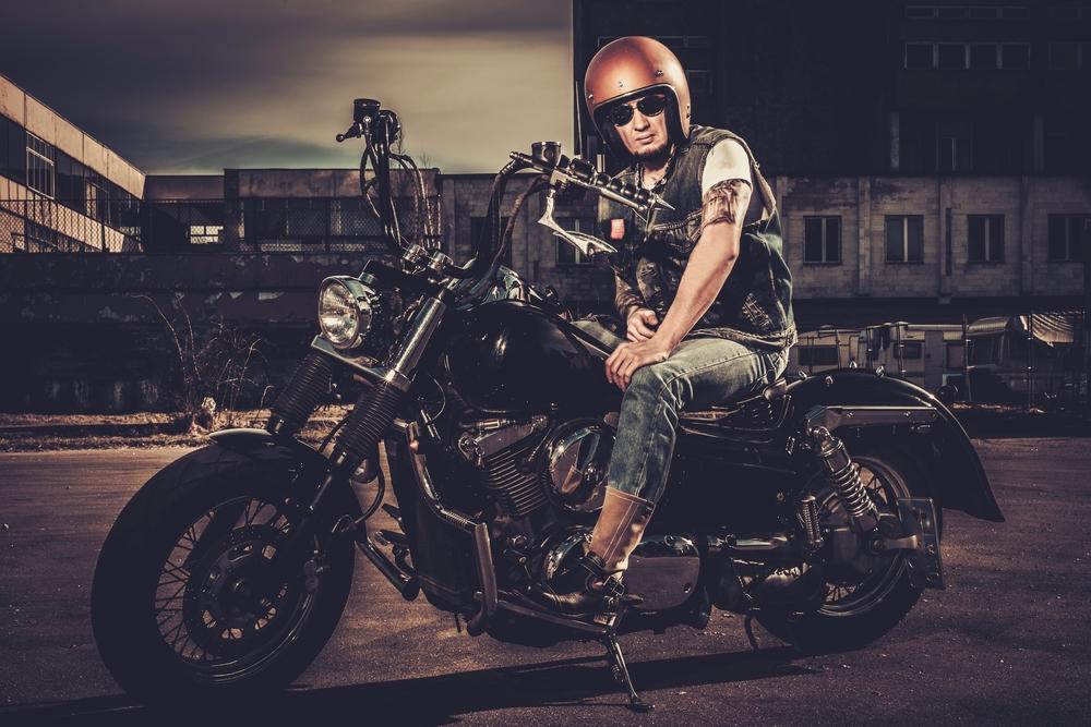 Motocyklista na cruiseri