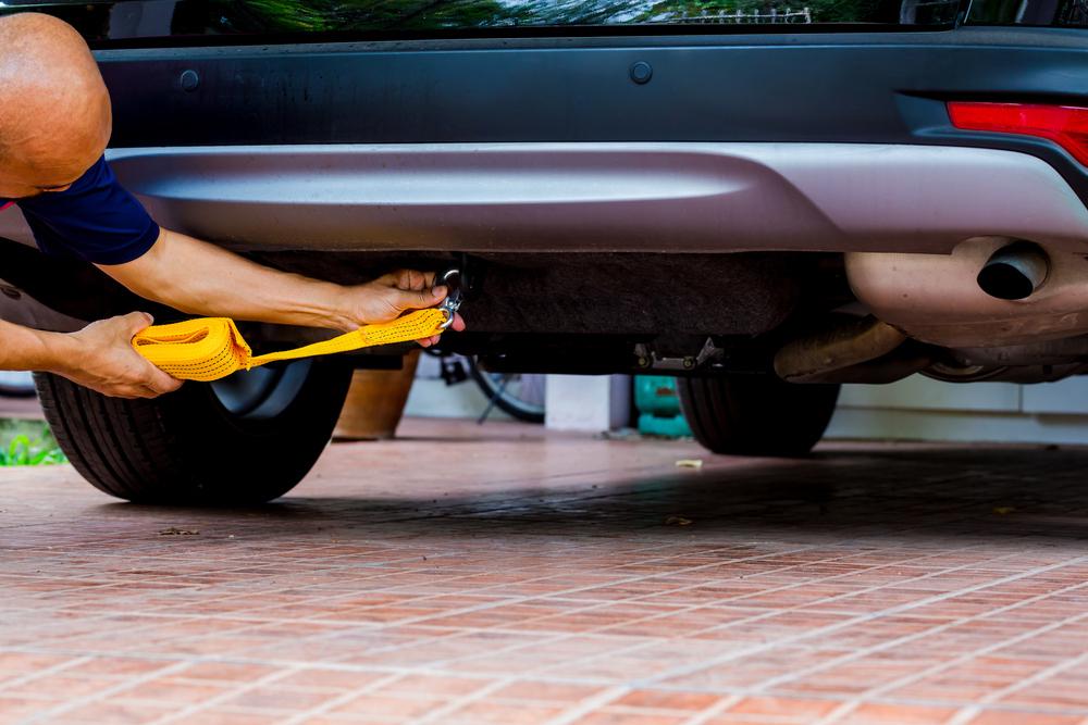 Nasadzovanie ťažného lana na auto