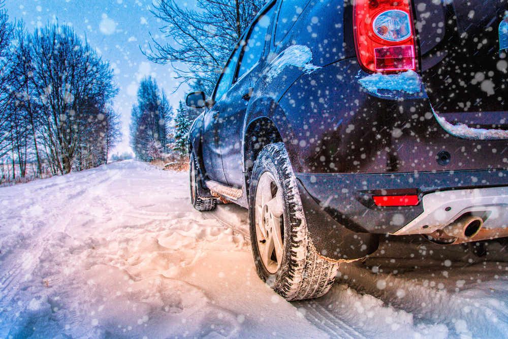 Automobil na snehu