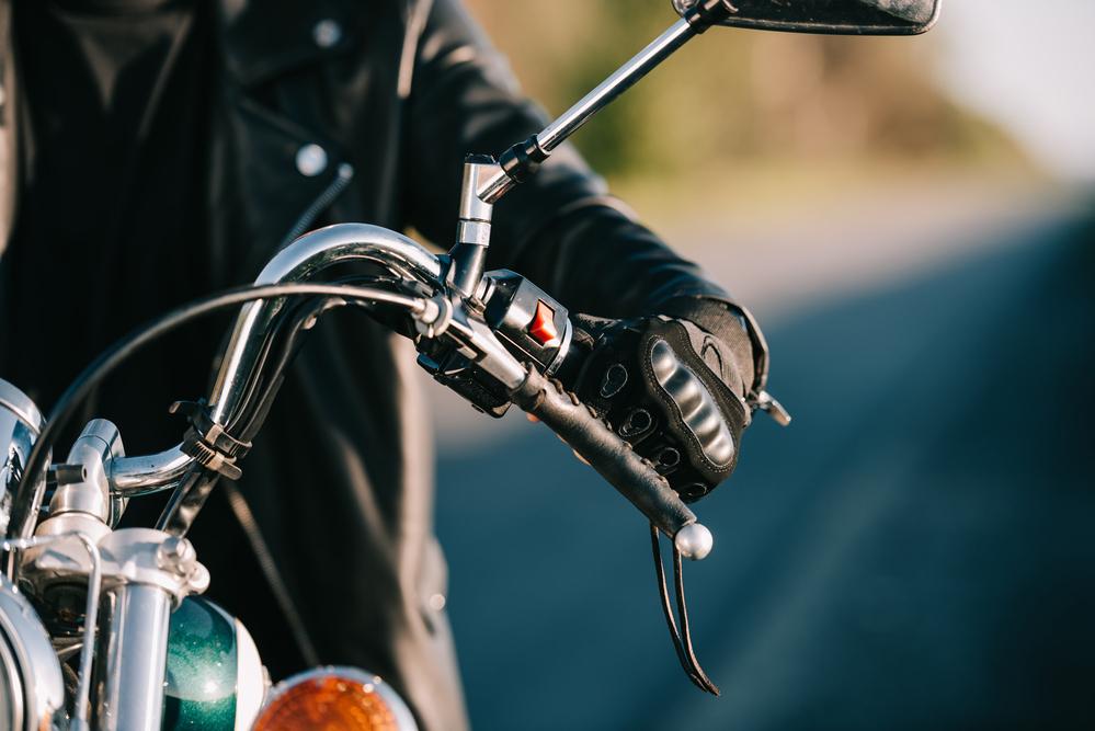 Motocyklista na stroji