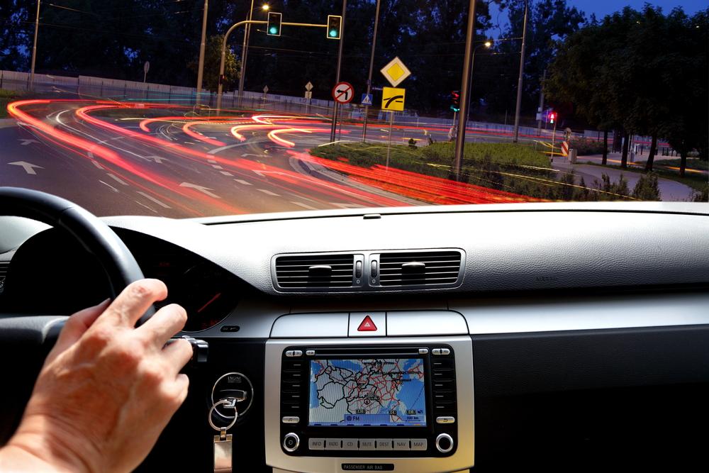 Navigácia v aute v noci