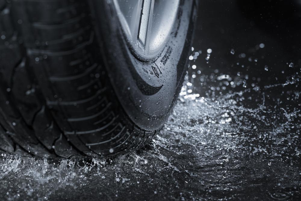 Pneumatika na mokrej ceste
