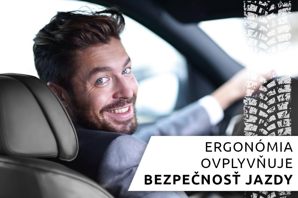 Mladý muž sediaci za volantom